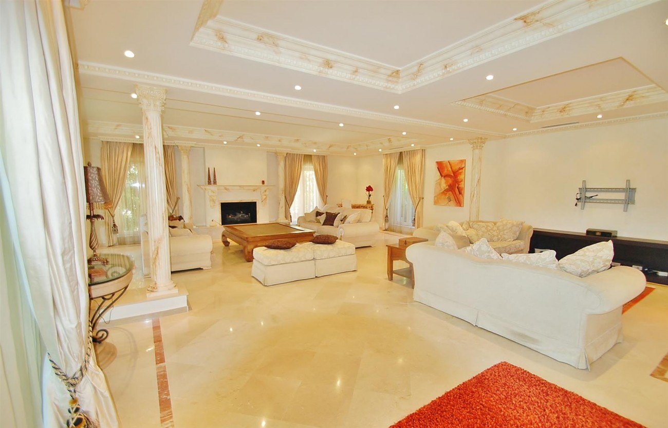 V4723 Luxury Villa in Golden Mile Marbella (2) (Large)