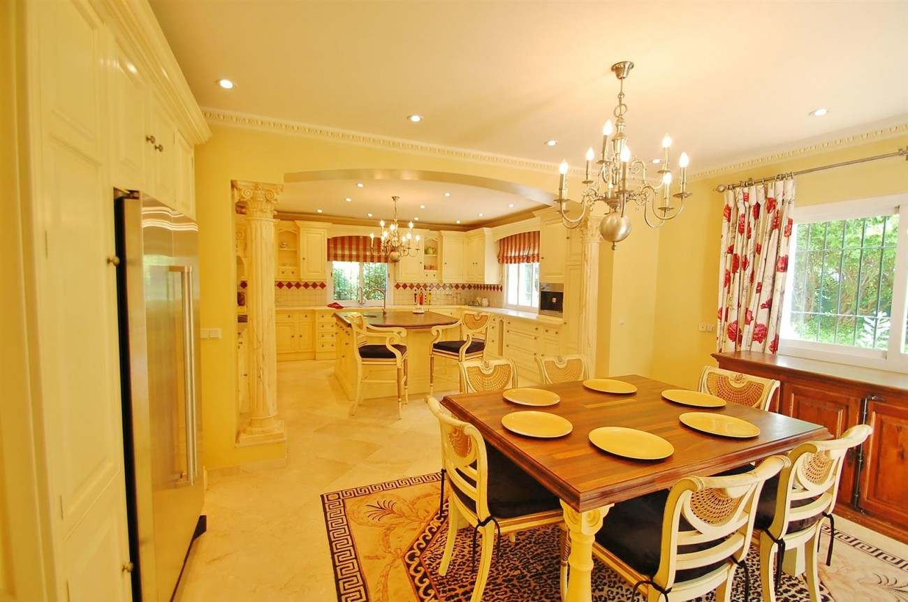 V4723 Luxury Villa in Golden Mile Marbella (4) (Large)