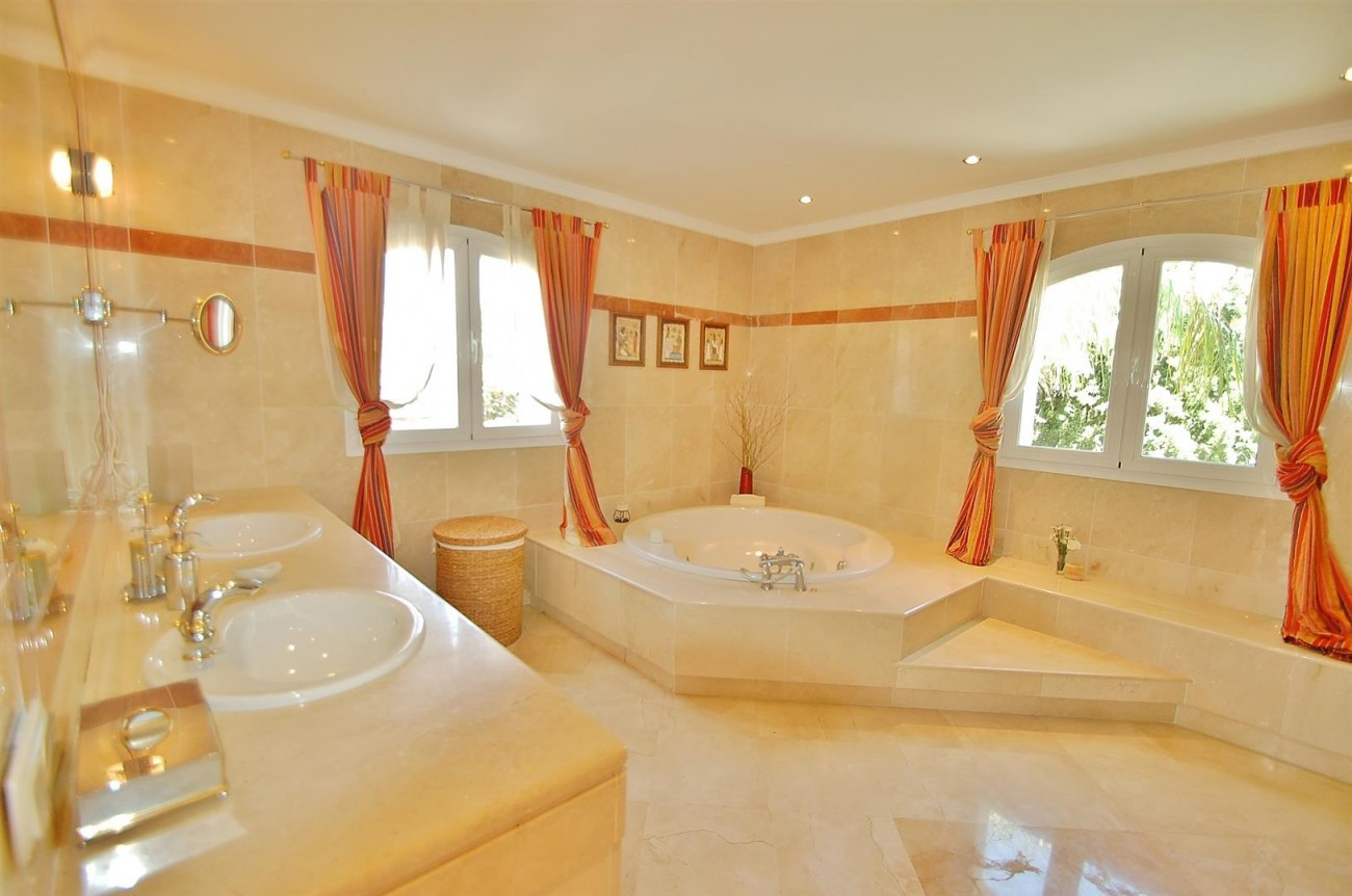 V4723 Luxury Villa in Golden Mile Marbella (6) (Large)