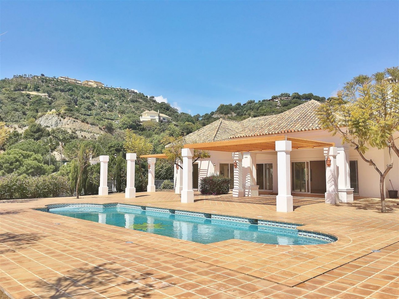 V4729 Villa for Sale Zagaleta Benahavis Spain (71) (Large)
