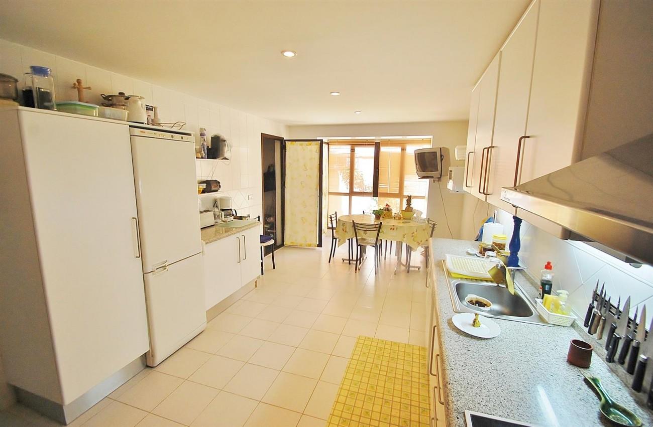 A4736 Apartment Duplex in Los Arqueros Benahavis Spain (7) (Large)