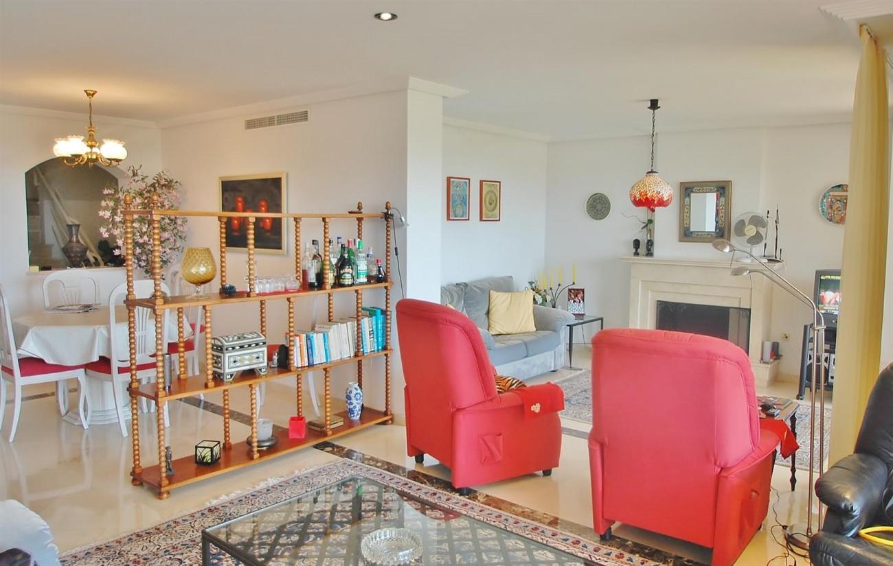 A4736 Apartment Duplex in Los Arqueros Benahavis Spain (10) (Large)