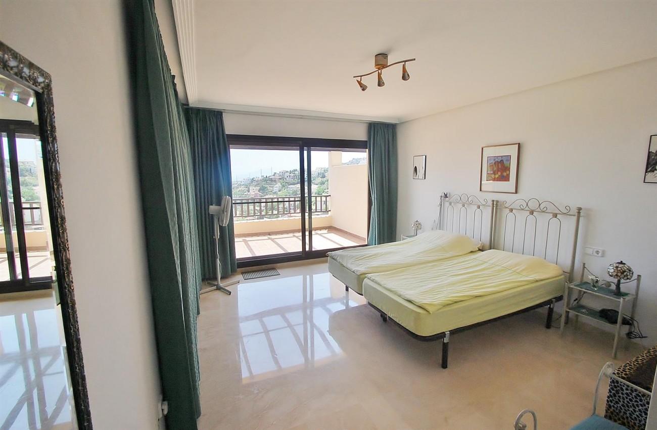 A4736 Apartment Duplex in Los Arqueros Benahavis Spain (12) (Large)
