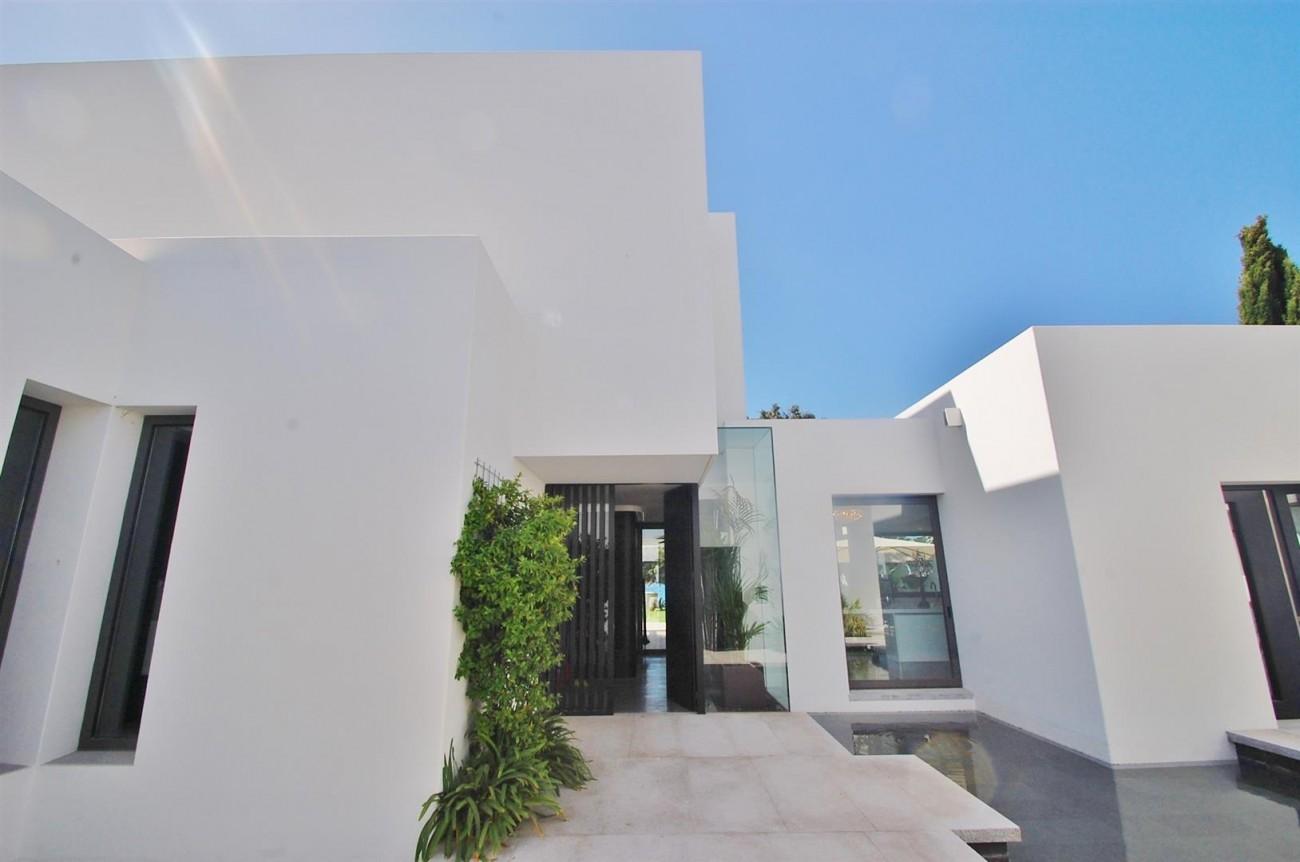 V4783 Frontline Beach Modern Villa East Marbella (1)