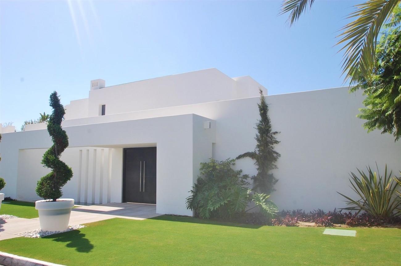 V4783 Frontline Beach Modern Villa East Marbella (2)