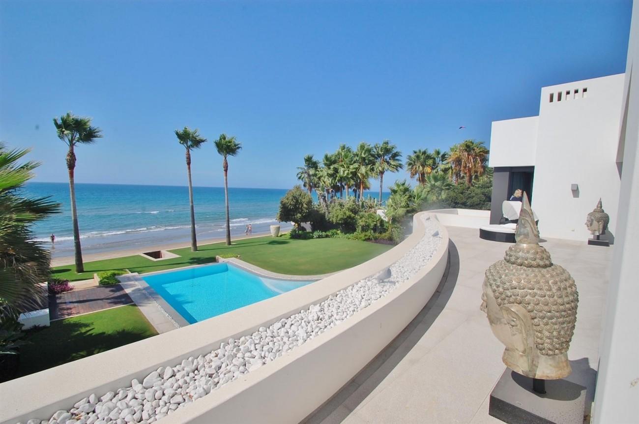 V4783 Frontline Beach Modern Villa East Marbella (4)