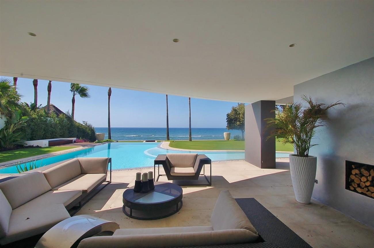 V4783 Frontline Beach Modern Villa East Marbella (5)