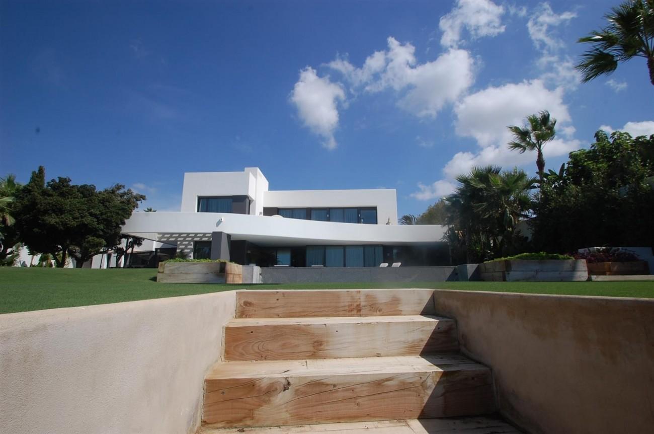 V4783 Frontline Beach Modern Villa East Marbella (10)