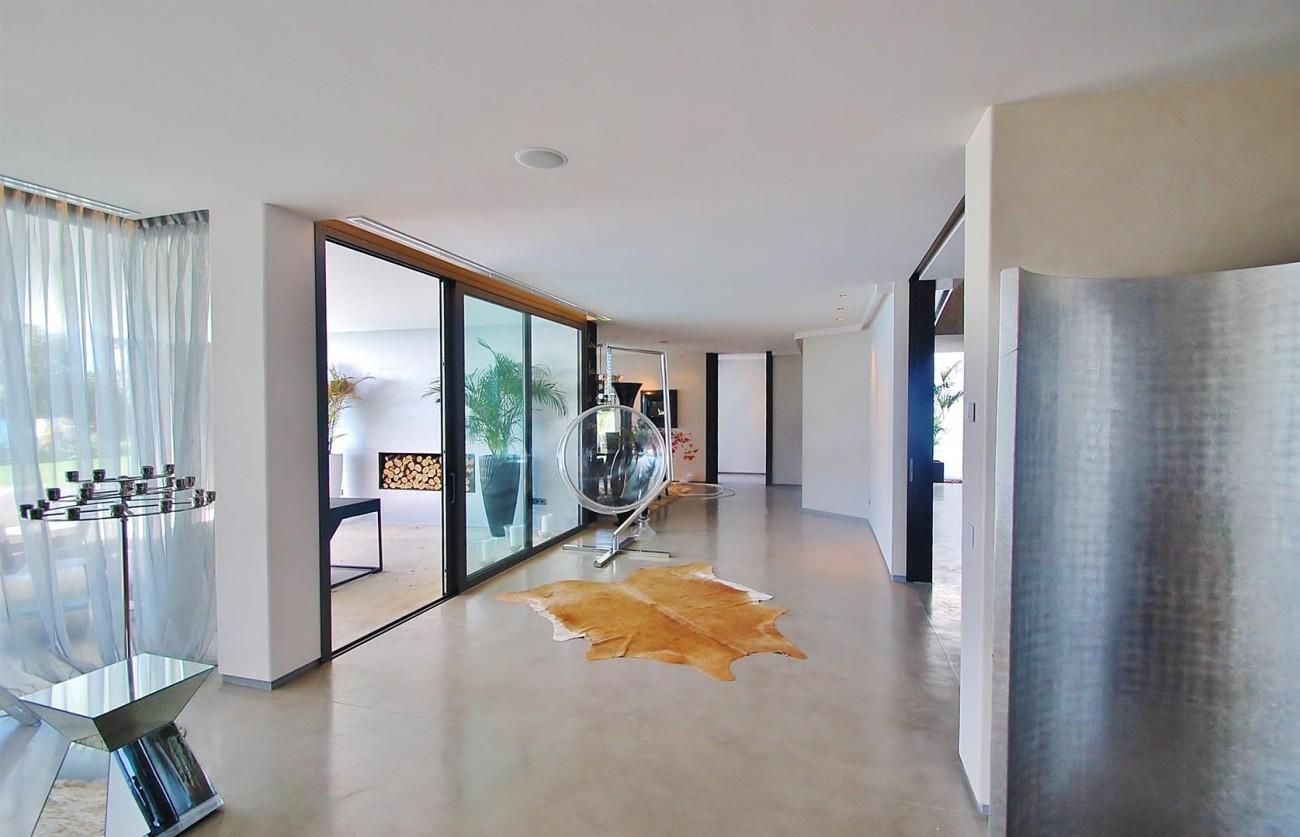 V4783 Frontline Beach Modern Villa East Marbella (13)