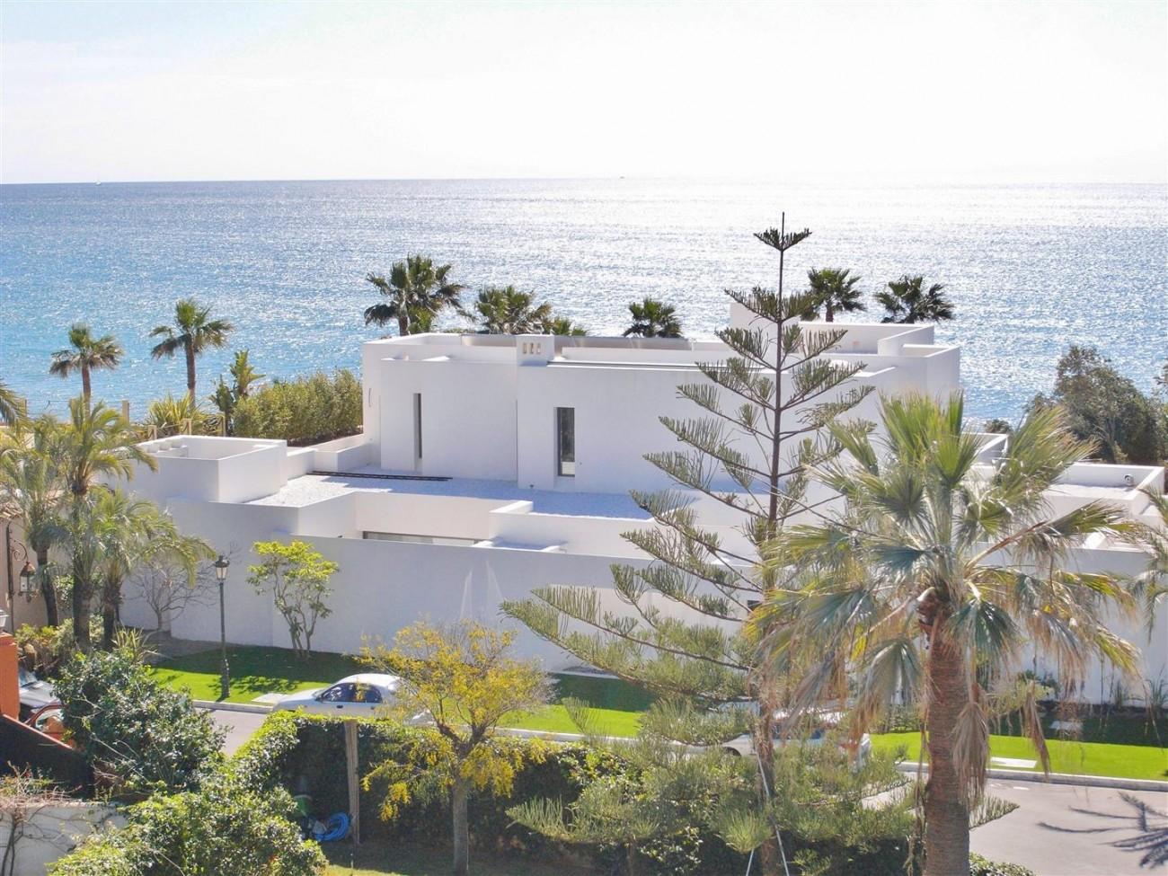 V4783 Frontline Beach Modern Villa East Marbella (14)