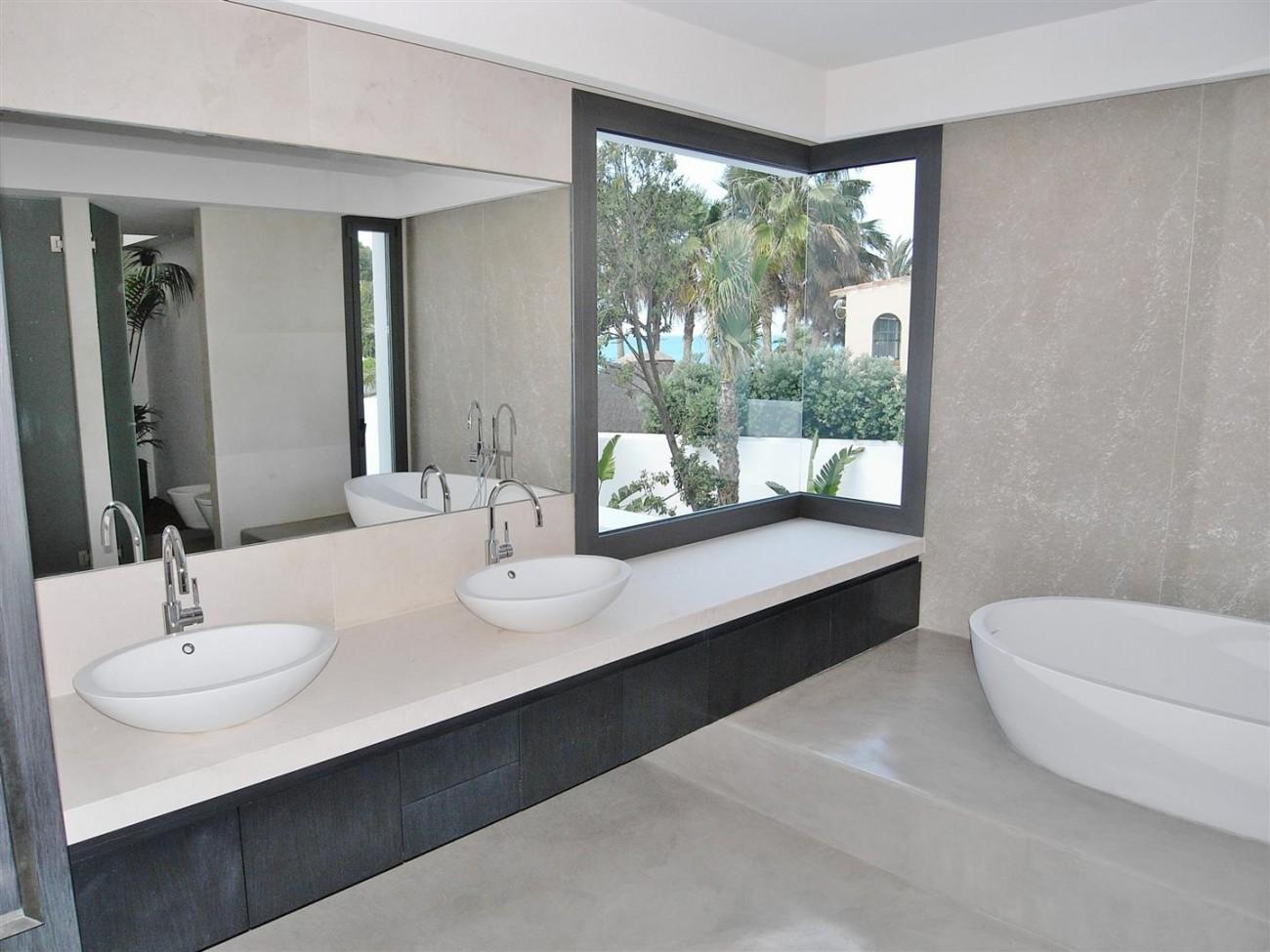 V4783 Frontline Beach Modern Villa East Marbella (15)