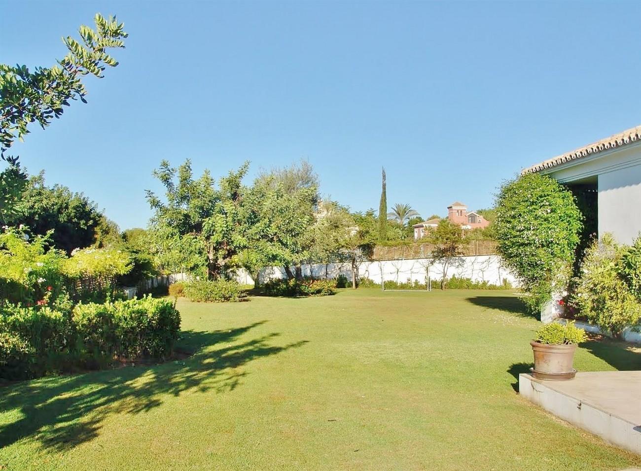 Contemporary Villa in Marbella Golden Mile (14) (Large)