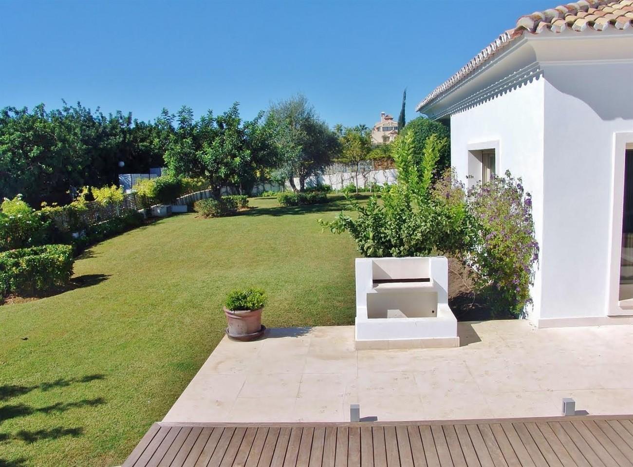 Contemporary Villa in Marbella Golden Mile (16) (Large)