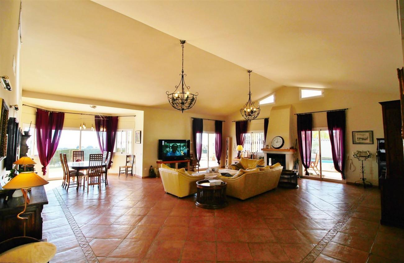 Villa for sale close to Puerto Banus Spain (2) (Large)