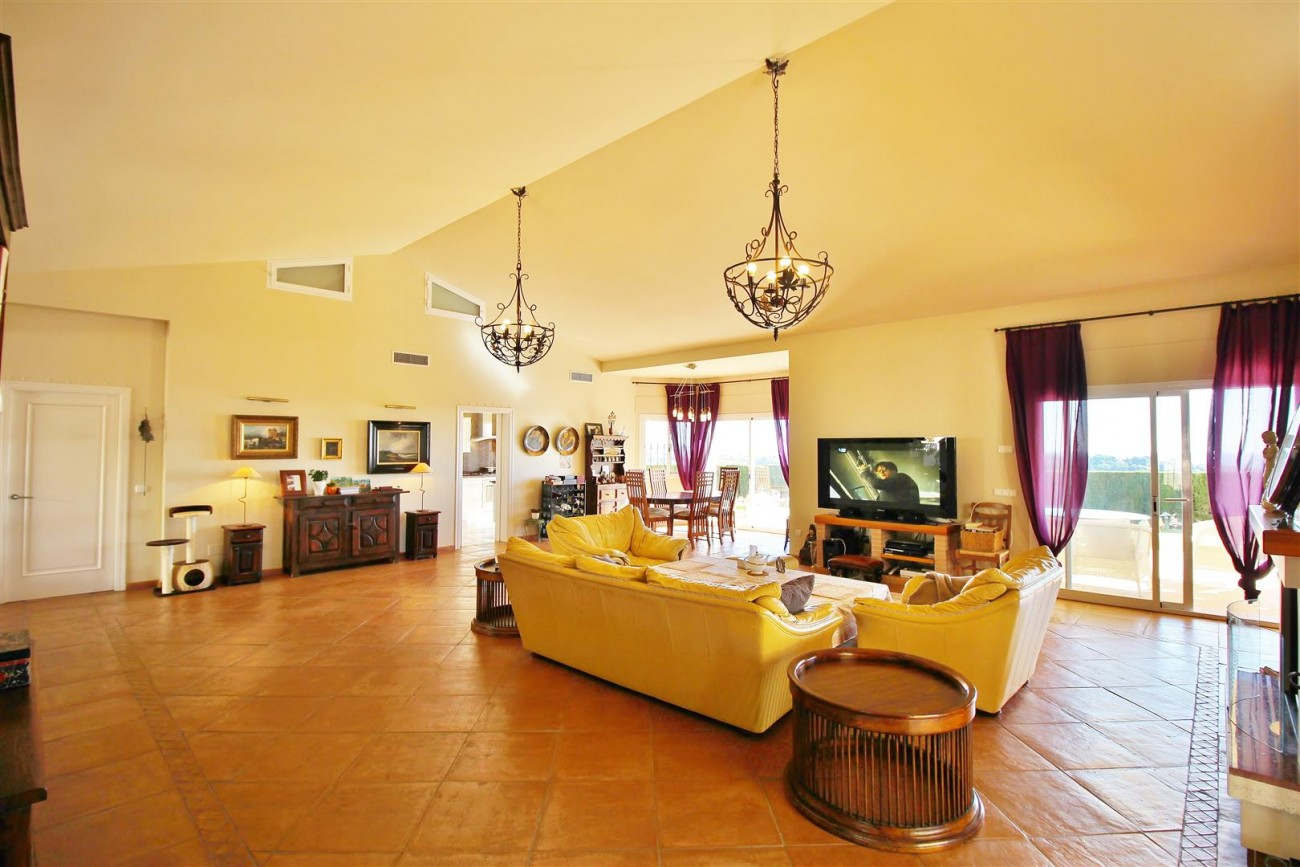 Villa for sale close to Puerto Banus Spain (9) (Large)