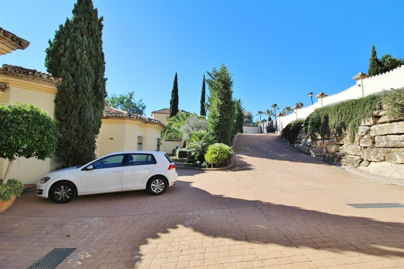 Villa for sale close to Puerto Banus Spain (21) (Large)