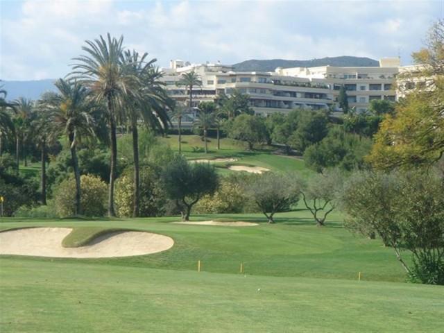 Apartment for Sale - 140.000€ - Nueva Andalucía, Costa del Sol - Ref: 4865