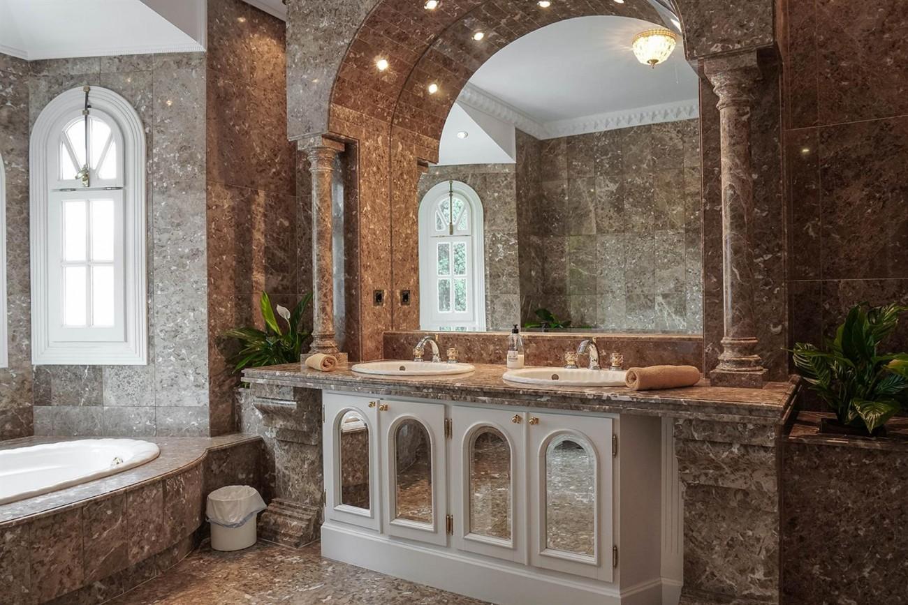 Luxury Villa For Sale Estepona Malaga Spain (17) (Large)