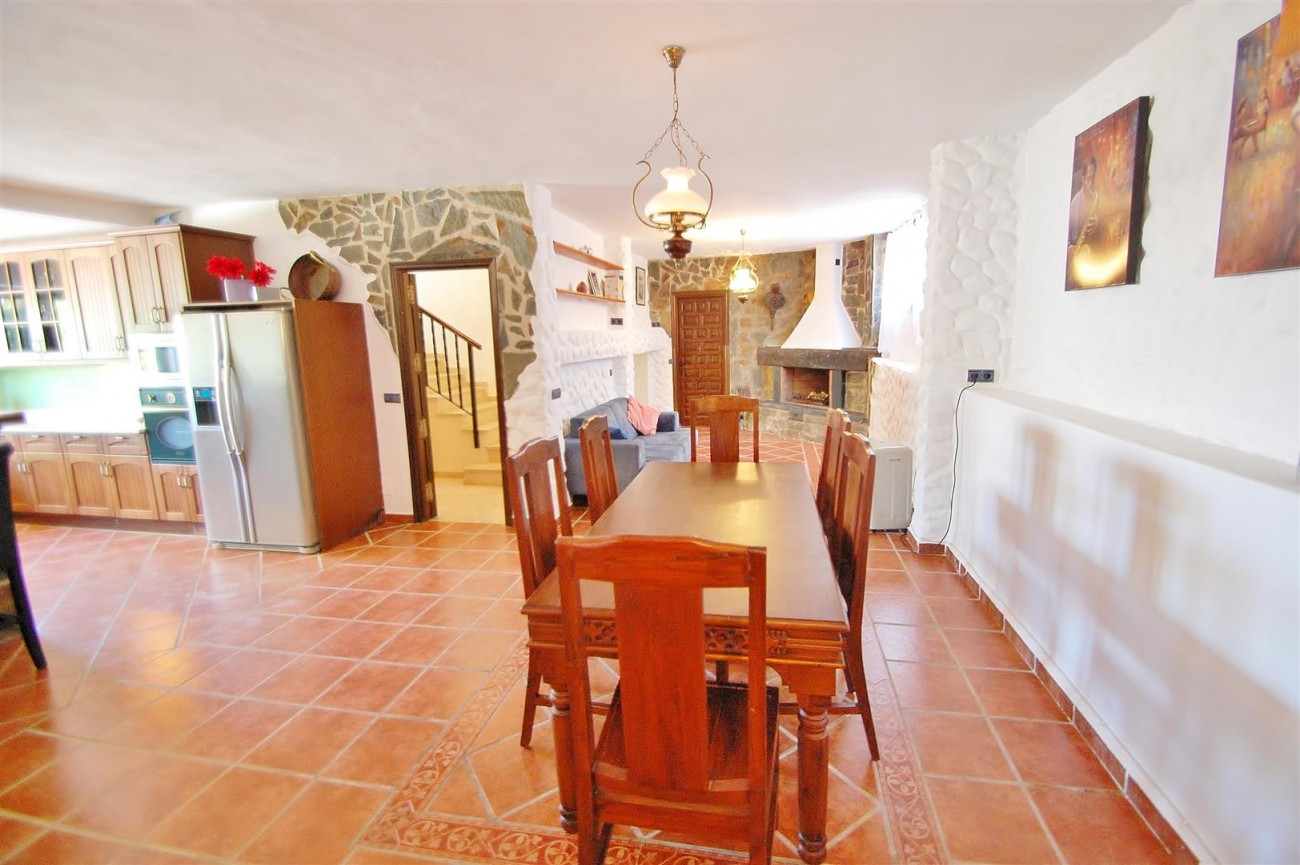 V4913 Villa for sale in Nueva Andalucia Marbella Spain (16) (Large)