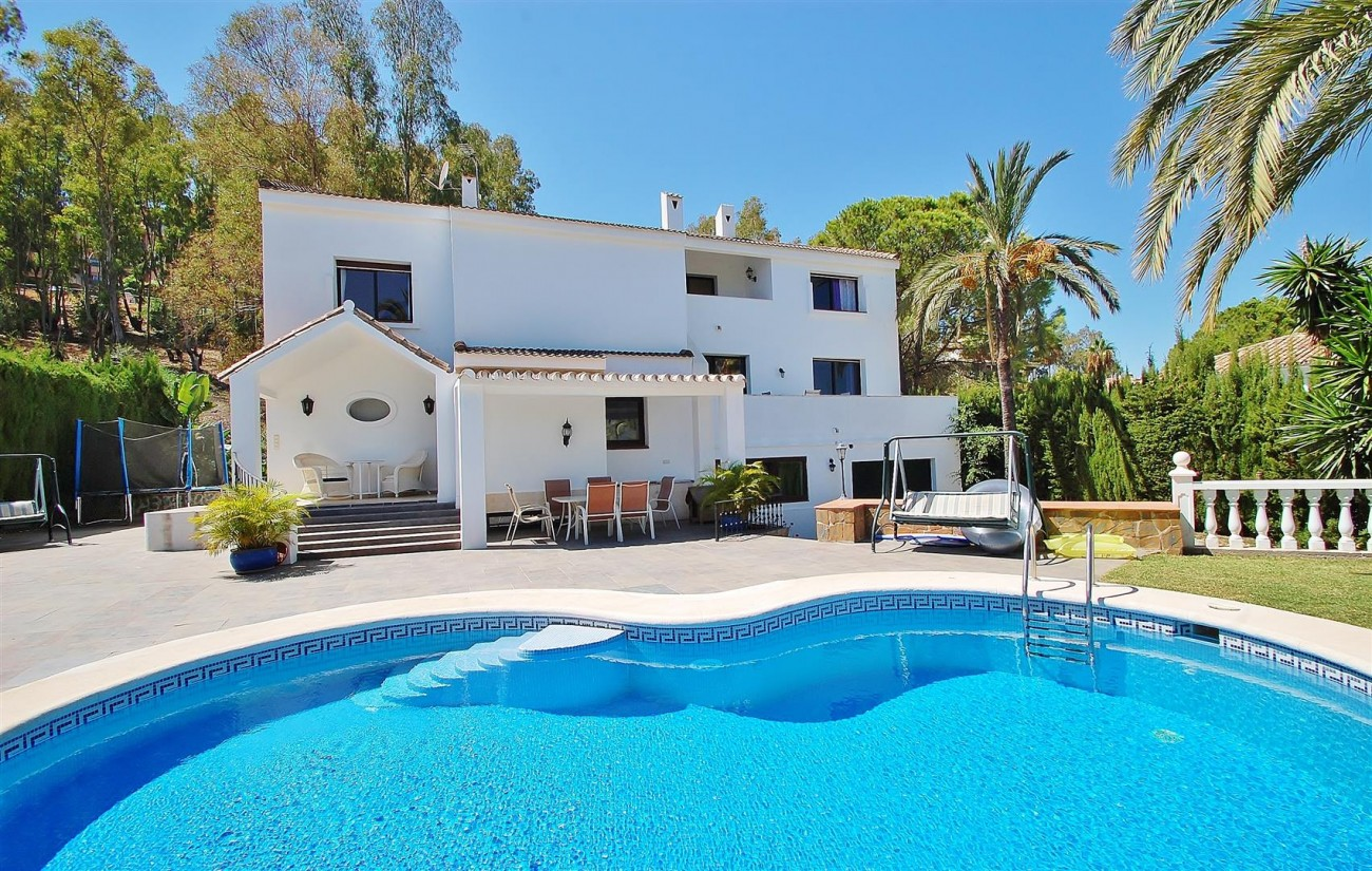 V4913 Villa for sale in Nueva Andalucia Marbella Spain (18) (Large)