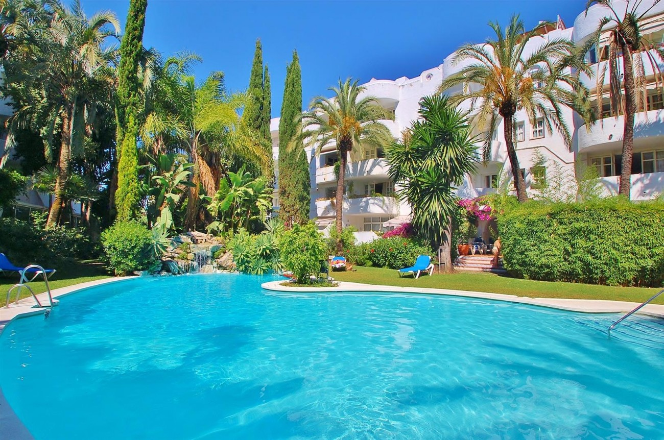 A4918 Golden Mile Apartment Marbella (1) (Large)