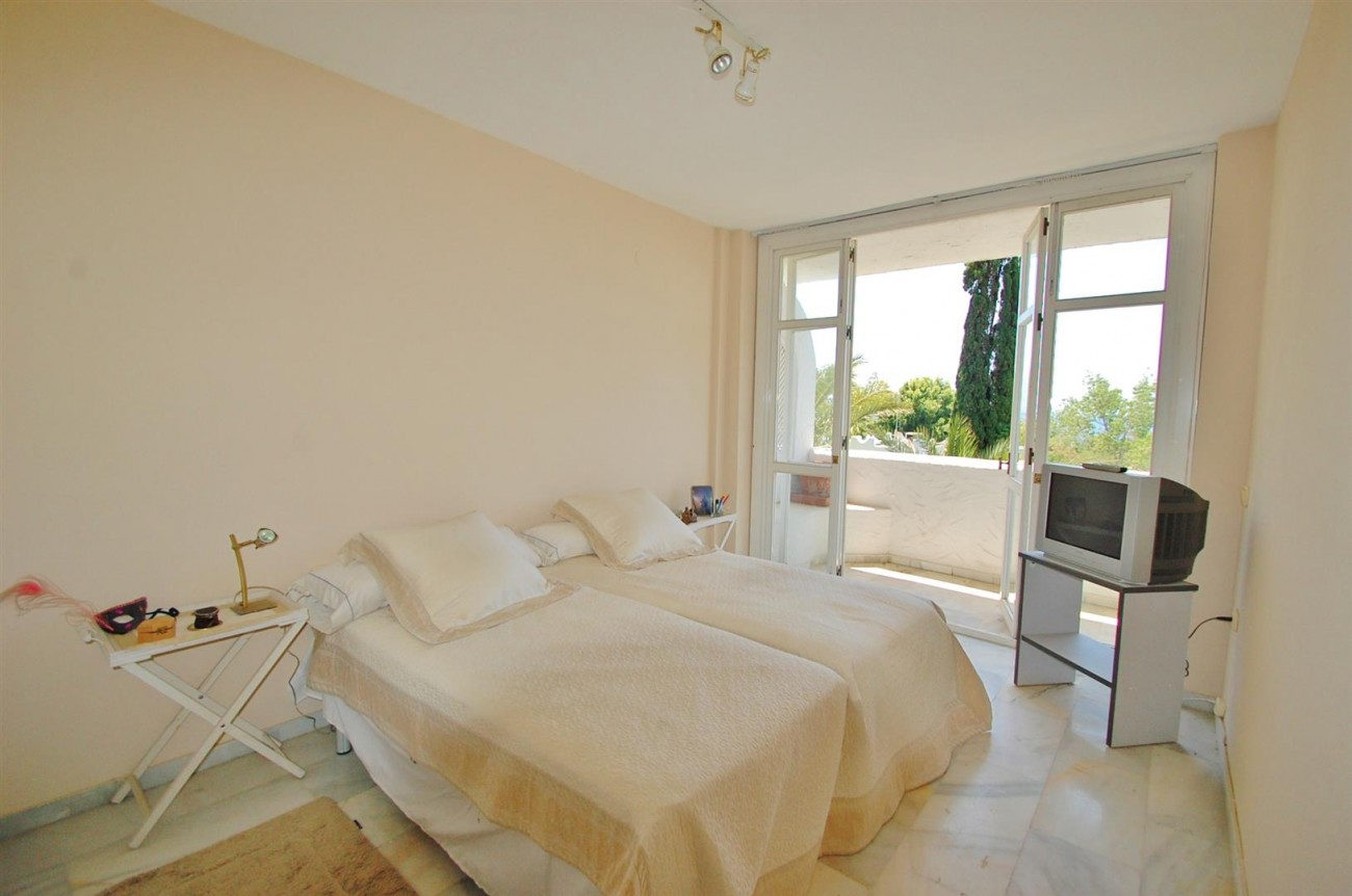 A4918 Golden Mile Apartment Marbella (6) (Large)