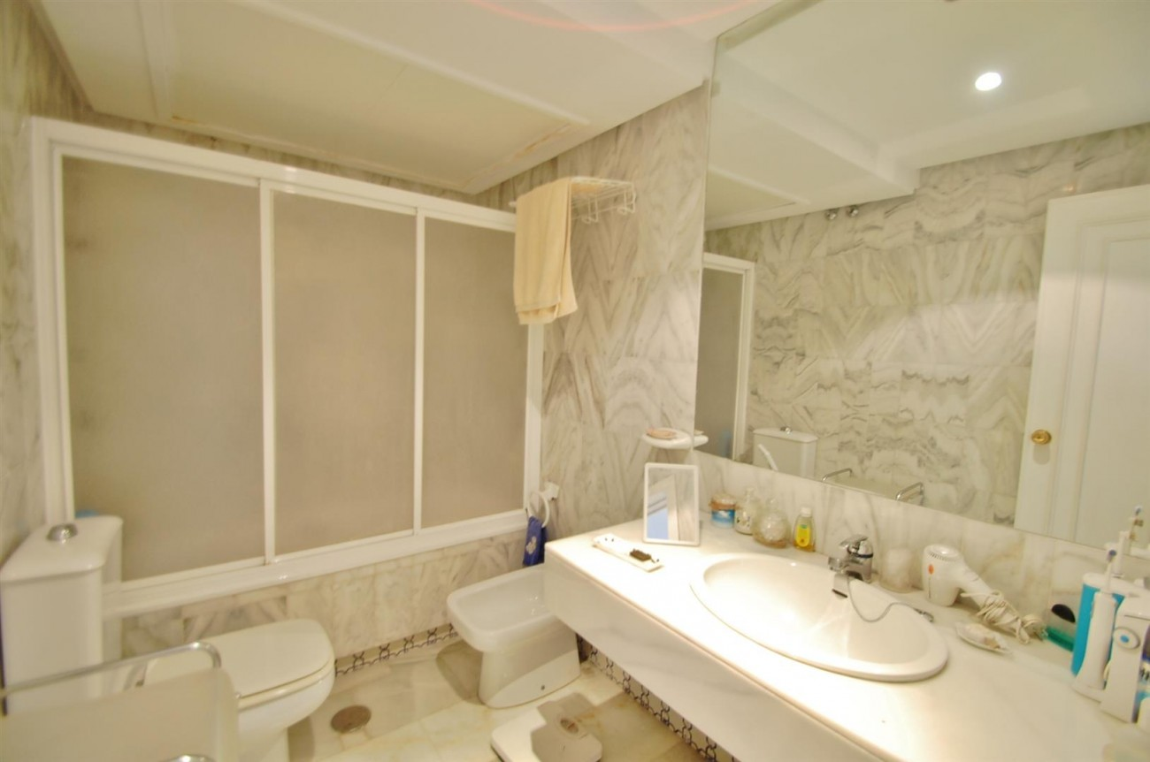 A4918 Golden Mile Apartment Marbella (7) (Large)