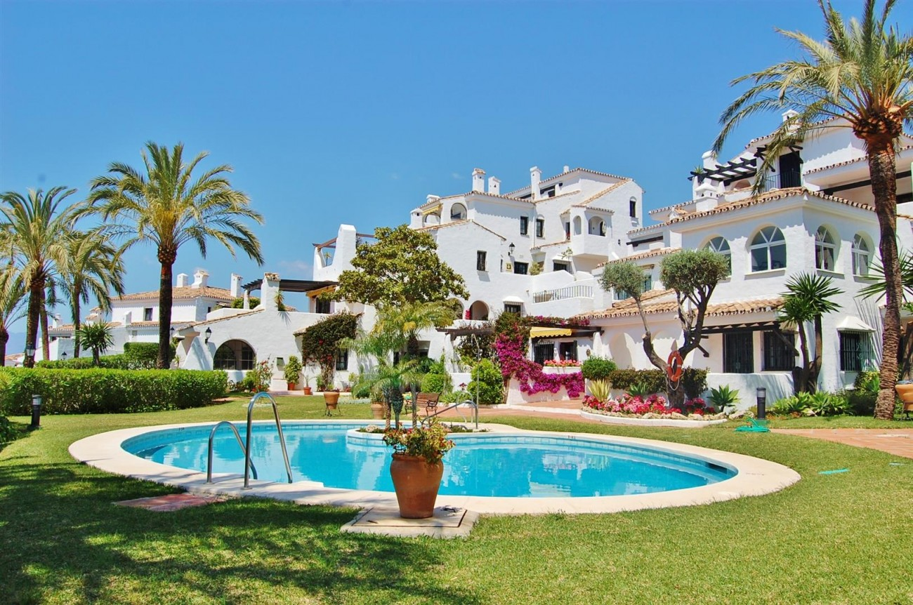 A4033 Nice Apartment in Nueva Andalcuia Marbella (12) (Large)