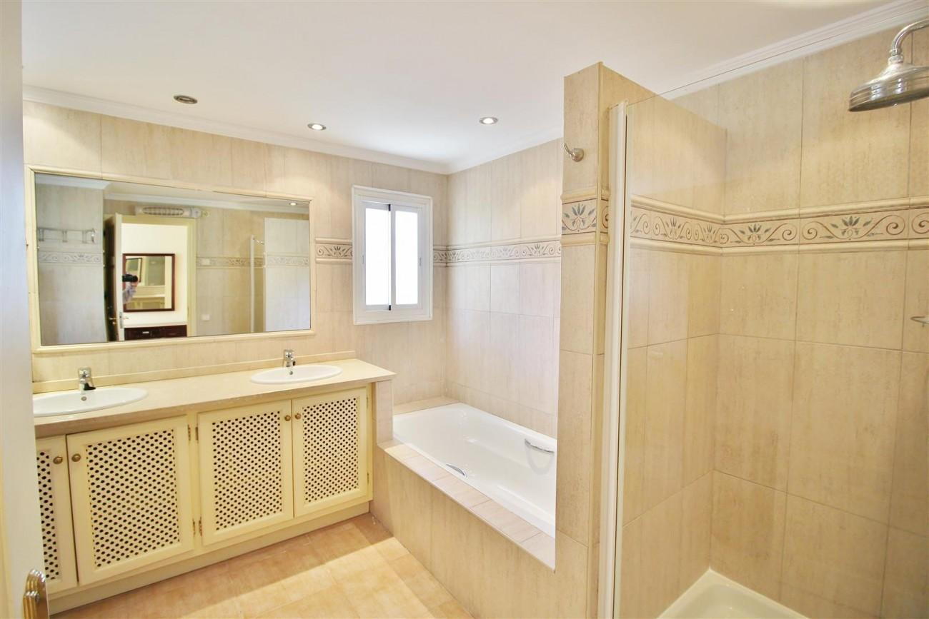 Elegant Villa For Sale Nueva Andalucia Marbella Spain (29) (Large)