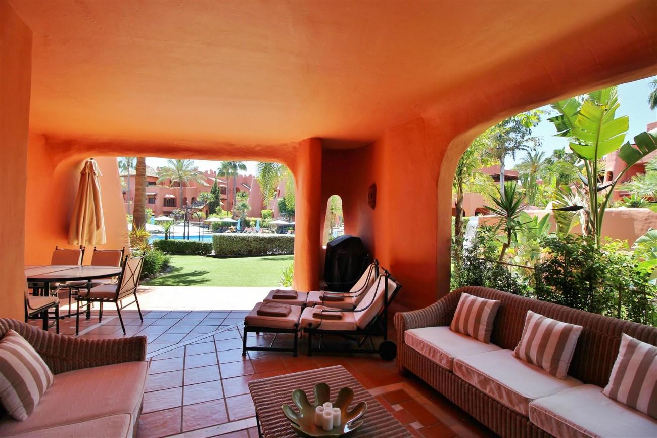 Frontline Beach Luxury Apartment New Golden Mile Estepona Spain (4) (Large)