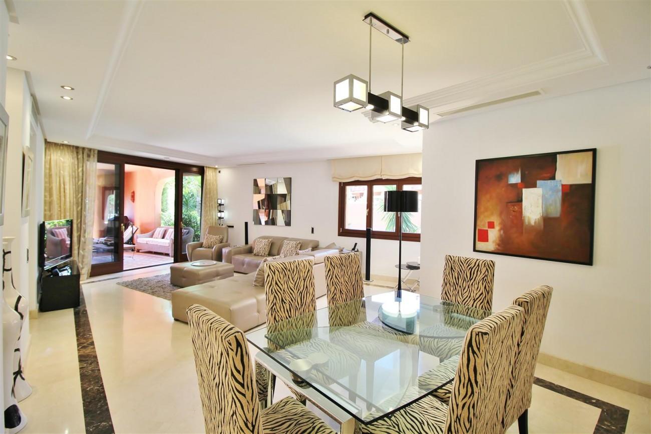 Frontline Beach Luxury Apartment New Golden Mile Estepona Spain (7) (Large)