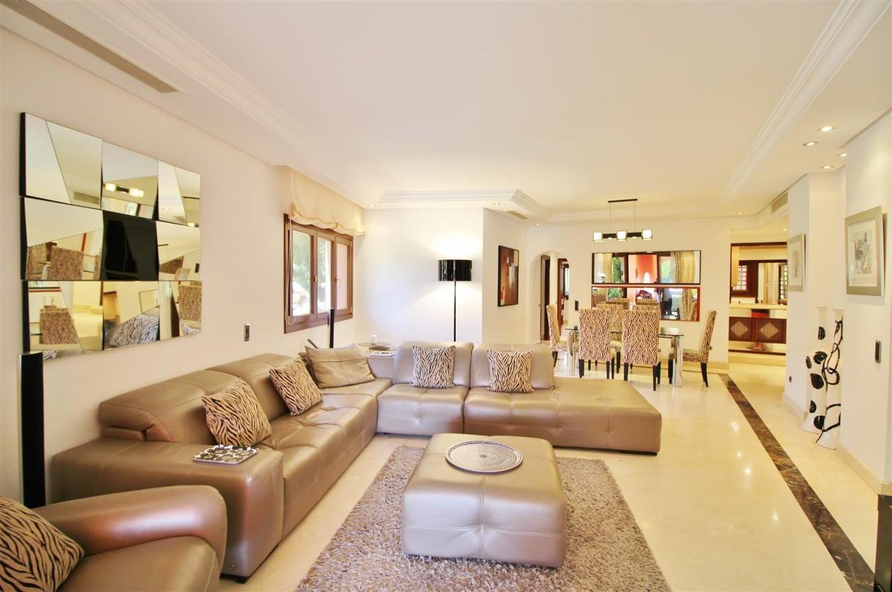 Frontline Beach Luxury Apartment New Golden Mile Estepona Spain (9) (Large)