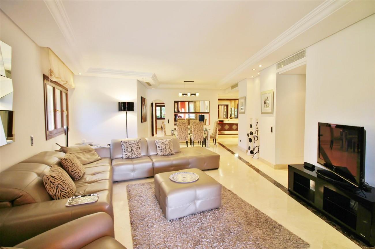 Frontline Beach Luxury Apartment New Golden Mile Estepona Spain (10) (Large)