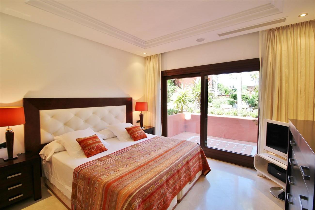 Frontline Beach Luxury Apartment New Golden Mile Estepona Spain (11) (Large)