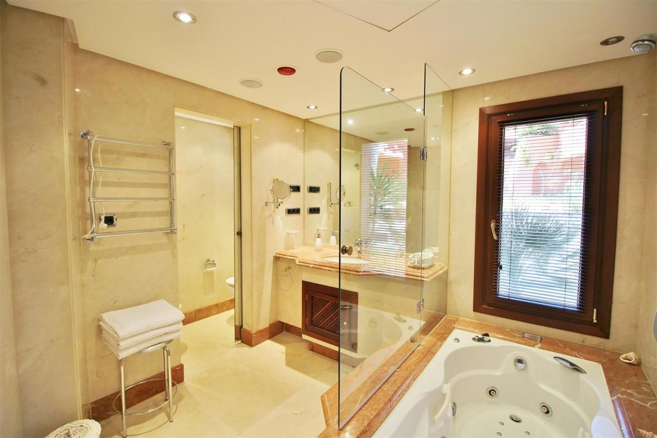 Frontline Beach Luxury Apartment New Golden Mile Estepona Spain (13) (Large)