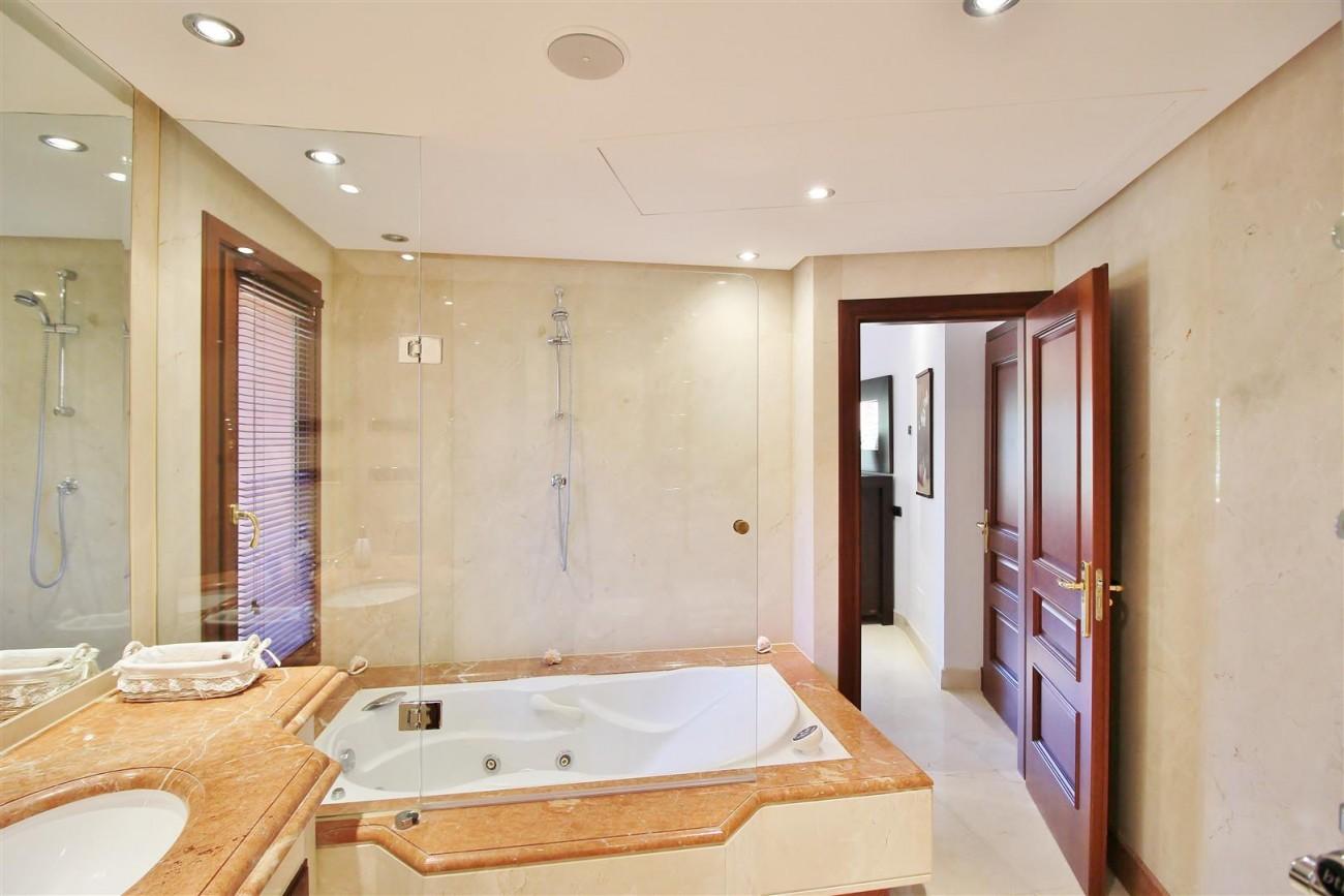 Frontline Beach Luxury Apartment New Golden Mile Estepona Spain (14) (Large)