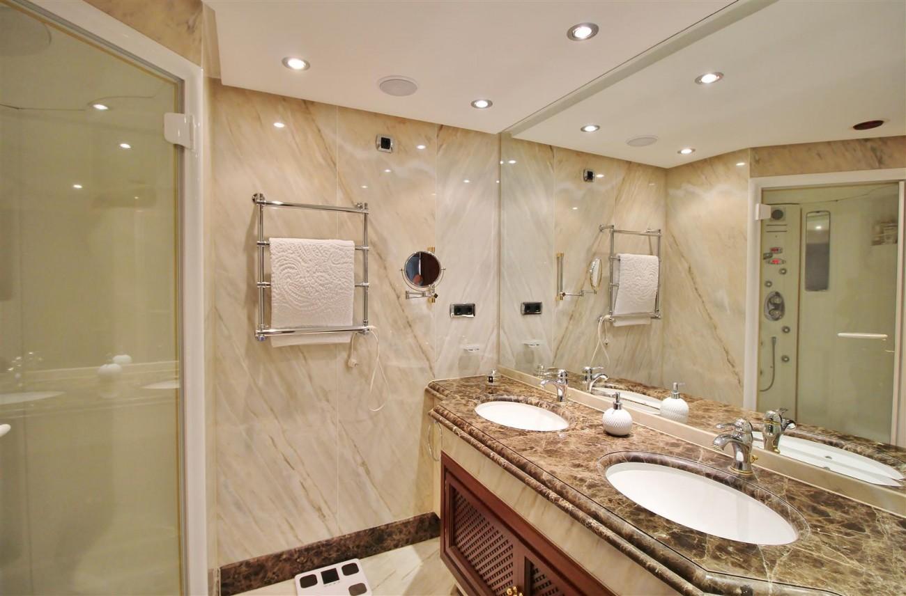 Frontline Beach Luxury Apartment New Golden Mile Estepona Spain (15) (Large)