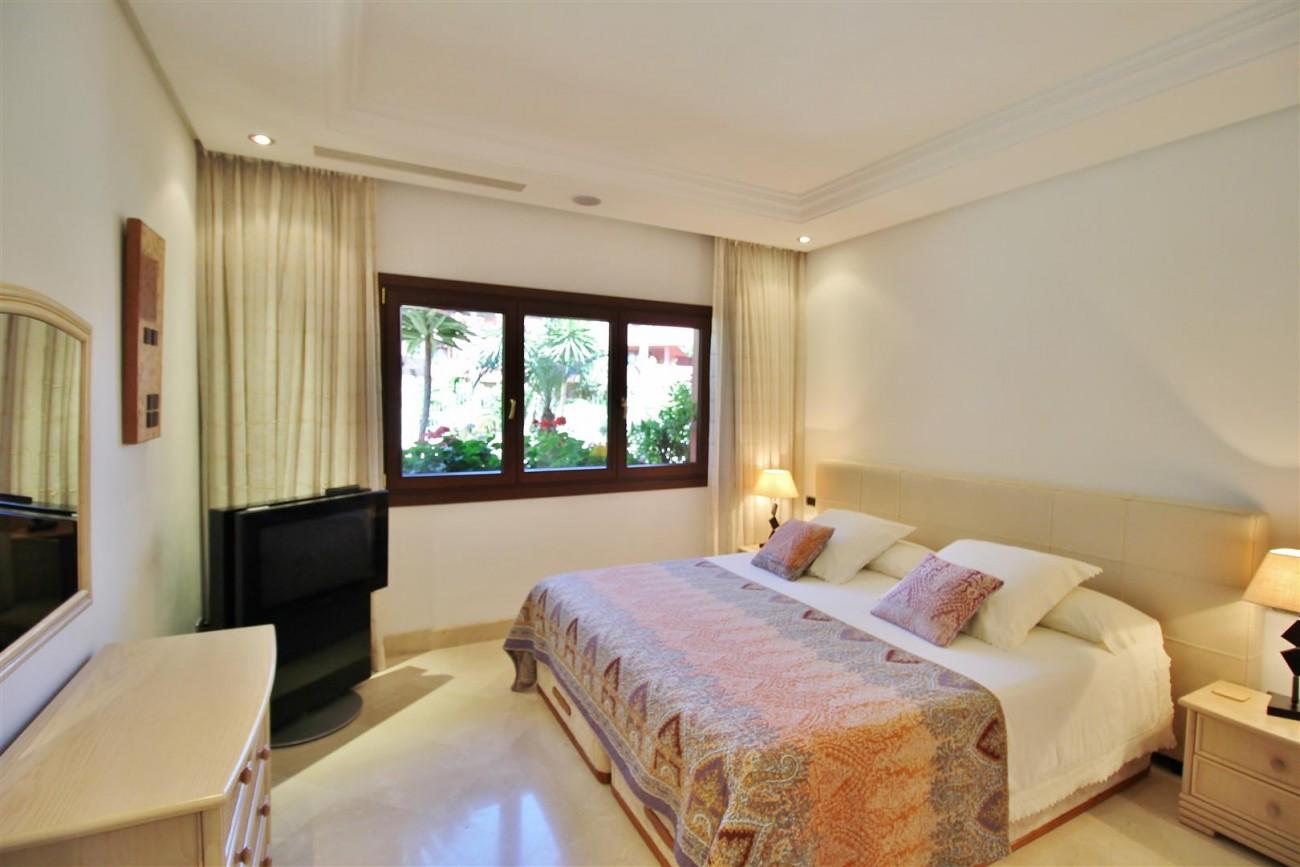Frontline Beach Luxury Apartment New Golden Mile Estepona Spain (16) (Large)