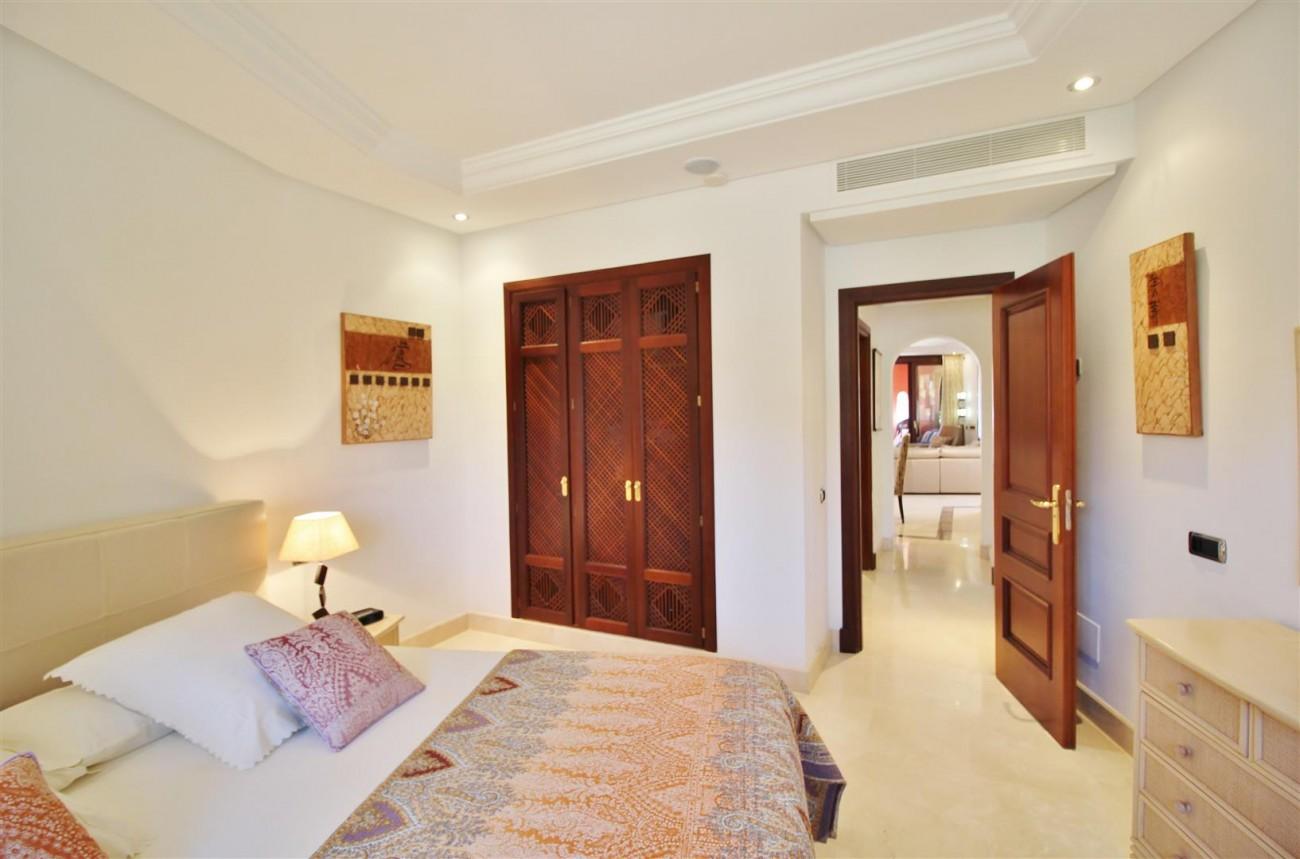 Frontline Beach Luxury Apartment New Golden Mile Estepona Spain (17) (Large)