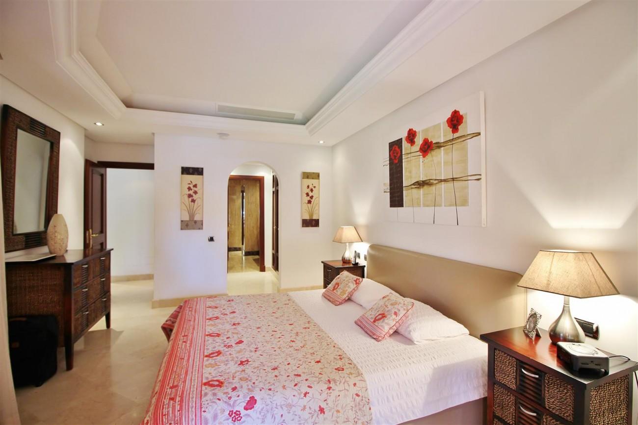 Frontline Beach Luxury Apartment New Golden Mile Estepona Spain (19) (Large)