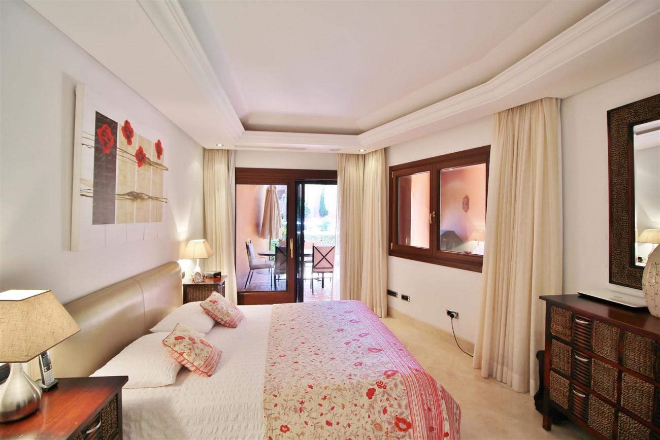 Frontline Beach Luxury Apartment New Golden Mile Estepona Spain (20) (Large)