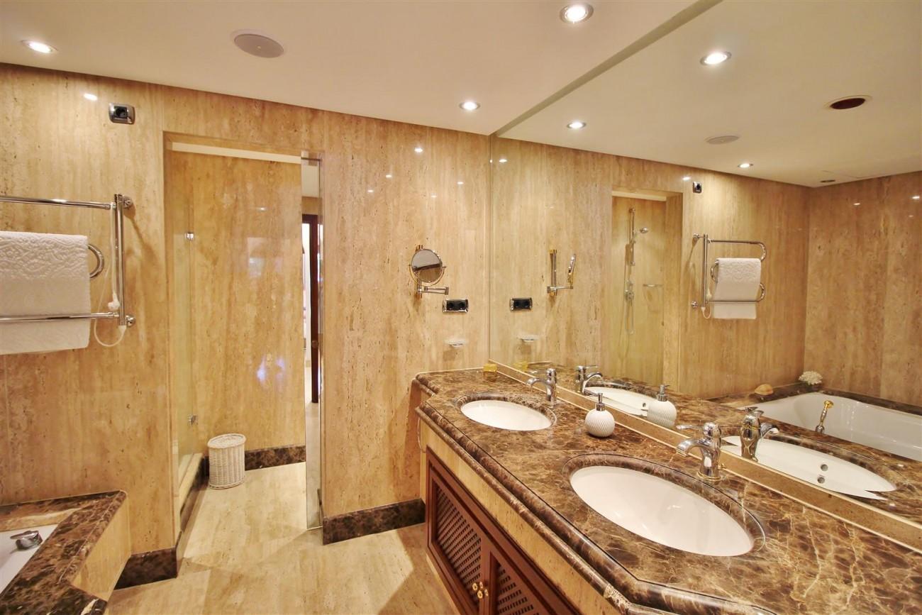 Frontline Beach Luxury Apartment New Golden Mile Estepona Spain (21) (Large)