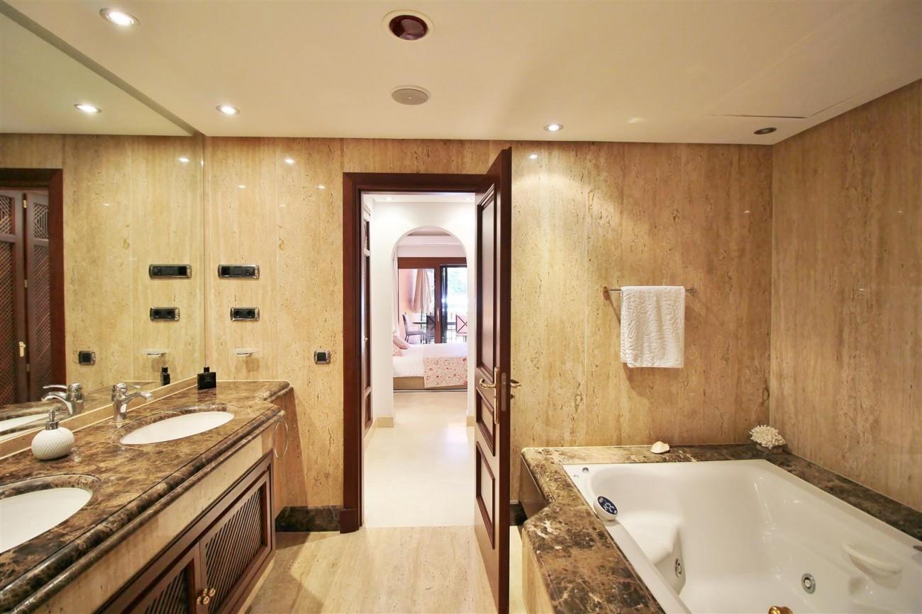 Frontline Beach Luxury Apartment New Golden Mile Estepona Spain (22) (Large)