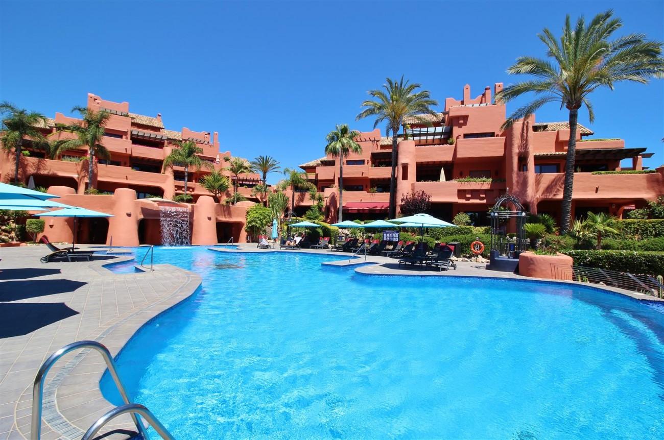 Frontline Beach Luxury Apartment New Golden Mile Estepona Spain (23) (Large)