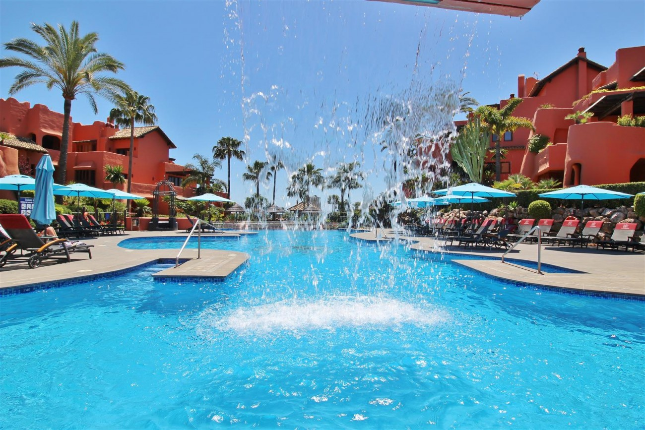 Frontline Beach Luxury Apartment New Golden Mile Estepona Spain (24) (Large)