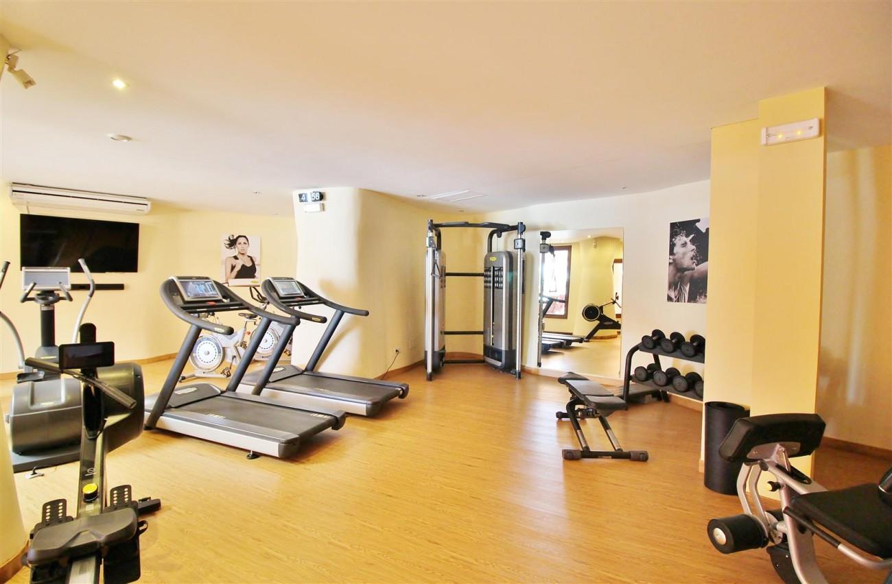 Frontline Beach Luxury Apartment New Golden Mile Estepona Spain (25) (Large)