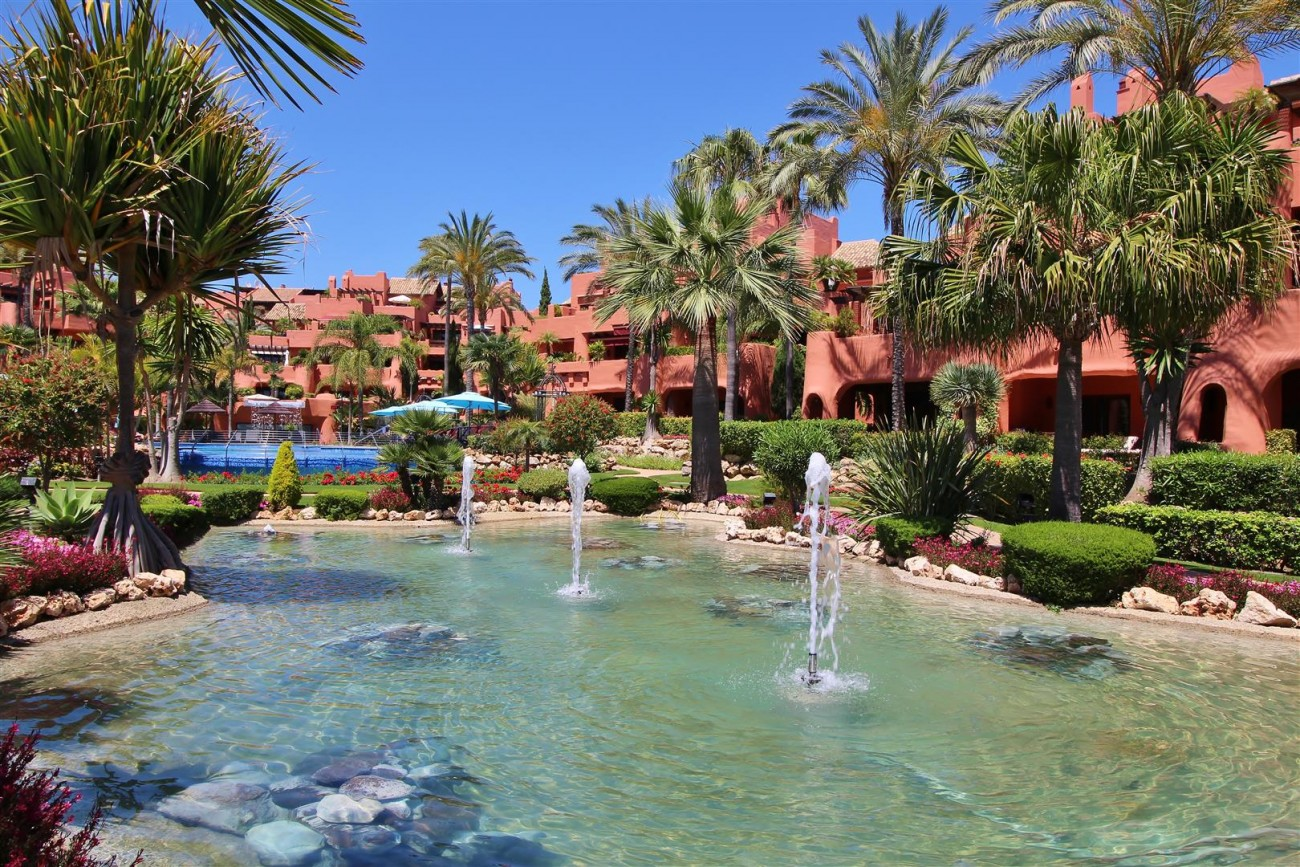 Frontline Beach Luxury Apartment New Golden Mile Estepona Spain (28) (Large)