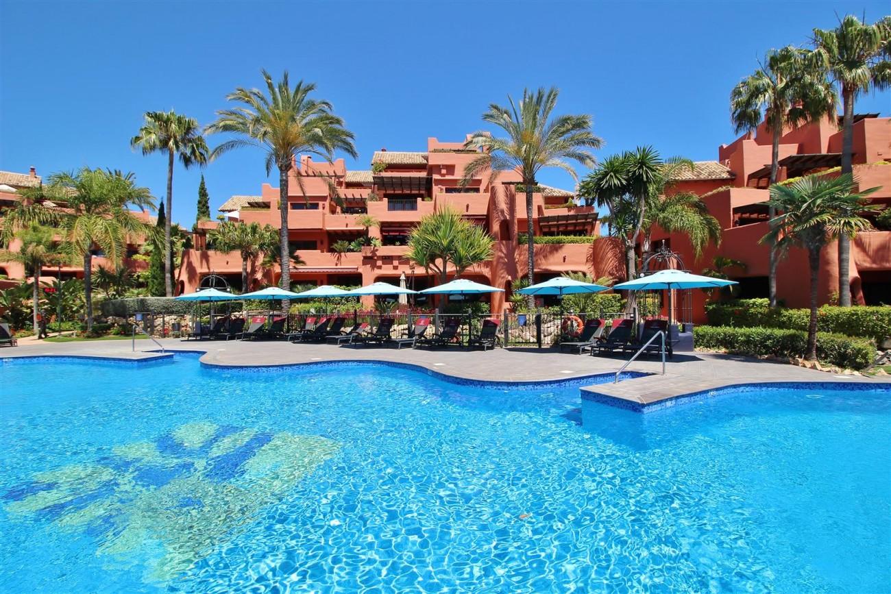 Frontline Beach Luxury Apartment New Golden Mile Estepona Spain (29) (Large)