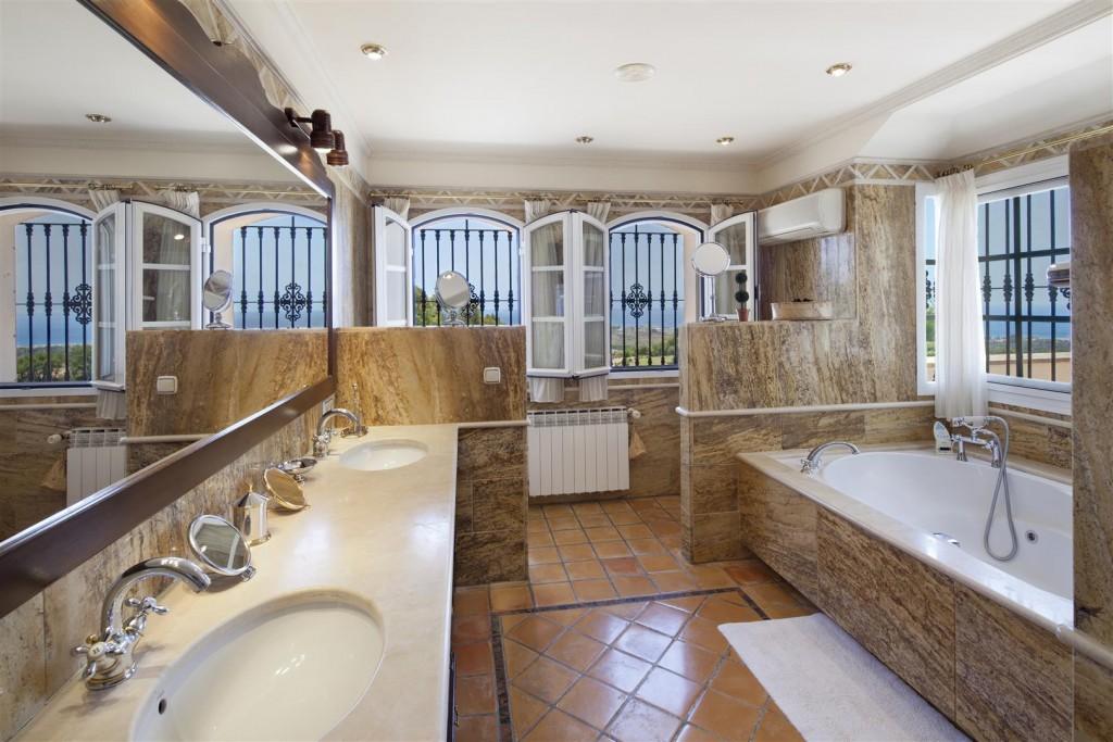 V5126 Villa with Sea Views East Marbella (5)