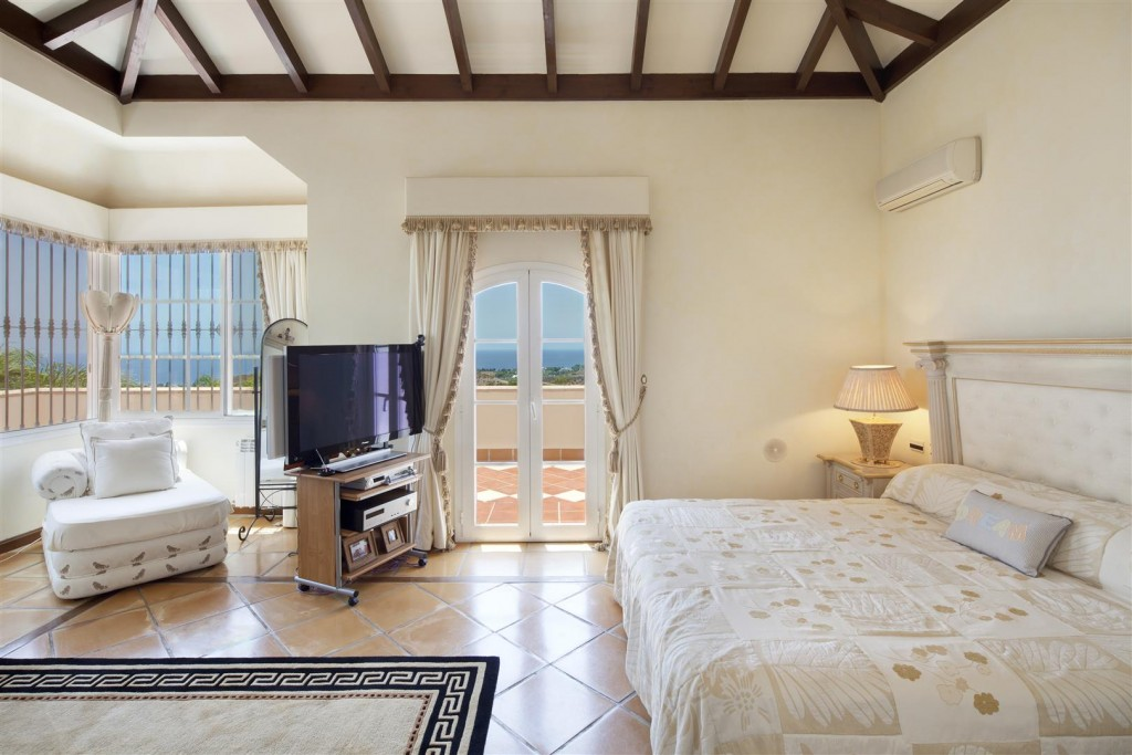 V5126 Villa with Sea Views East Marbella (8)